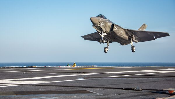 An F-35C Lightning II from the Rough Raiders of Strike Fighter Squadron (VFA) 125 prepares to make an arrested cable landing on the flight deck of the Nimitz-class aircraft carrier USS Carl Vinson (CVN 70). - Sputnik International