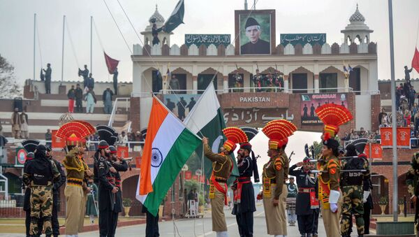 Indian Border Security Force personnel wearing brown uniforms and Pakistani Rangers wearing black uniforms take part in the Beating Retreat ceremony at the India-Pakistan Wagah-Attari border post, some 35 kms from Amritsar on January 22, 2019 - Sputnik International