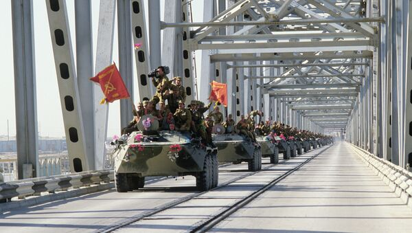 Gradual withdrawal of limited contingent of Soviet forces from the Democratic Republic of Afghanistan (the Islamic Republic of Afghanistan). A column of armored vehicles crosses the Afghan-Soviet border on the Friendship Bridge over the Amu Darya River. - Sputnik International