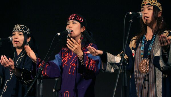Ainu's Mina Sakai, center, performs in a concert of the Indigenous Peoples Summit in Sapporo, northern Japan - Sputnik International