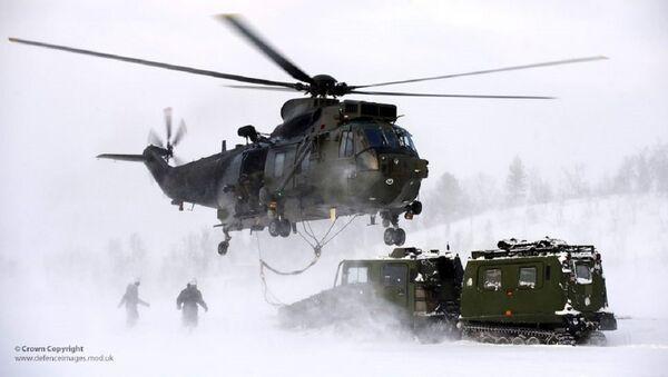 Royal Navy Sea King Mk4 Helicopter Takes Part in Arctic Flying Training - Sputnik International
