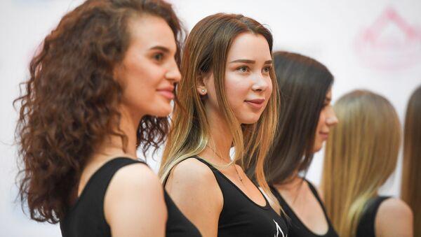 Участницы во время открытого кастинга Мисс Россия 2019 в торговом центре АФИМОЛЛ Сити в Москве - Sputnik International