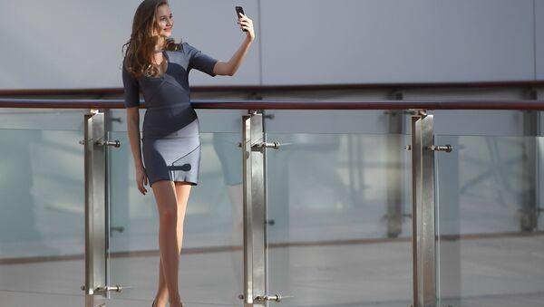 Участница перед началом открытого кастинга Мисс Россия 2019 в торговом центре АФИМОЛЛ Сити в Москве - Sputnik International