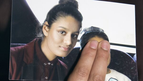 In this file photo taken on February 22, 2015 Renu Begum, eldest sister of missing British girl Shamima Begum, holds a picture of her sister while being interviewed by the media in central London - Sputnik International
