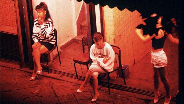 Prostitutes wait for customers outside a brothel - Sputnik International