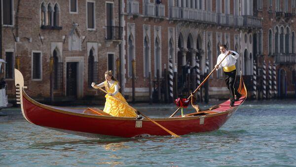 Участники Венецианского карнавала  - Sputnik International