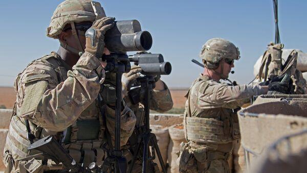 U.S. Soldiers surveil the area during a combined joint patrol in Manbij, Syria, November 1, 2018. Picture taken November 1, 2018 - Sputnik International