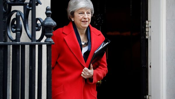 Theresa May leaves 10 Downing Street on her way to Parliament to offer MPs a vote on whether to leave the EU without a deal - Sputnik International