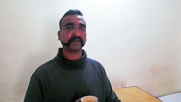 This handout photograph released by Pakistan's Inter Services Public Relations (ISPR) on February 27, 2019, shows captured Indian pilot looking on as holding a cup of tea in the custody of Pakistani forces in an undisclosed location - Sputnik International