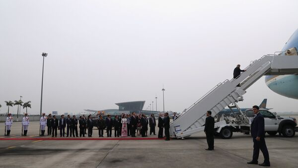 U.S. President Donald Trump boards Air Force One after his summit with North Korean leader Kim Jong Un, at Noi Bai International Airport in Hanoi, Vietnam, February 28, 2019 - Sputnik International