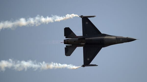 Pakistani F-16 fighter perform during a Pakistan Day military parade in Islamabad on March 23, 2018 - Sputnik International
