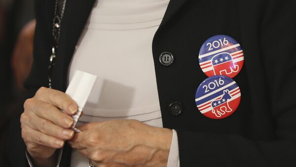 A woman wears badges for Democratic Party and Republican Party on her jacket during a live broadcasting of the 2016 U.S. Presidential Election results - Sputnik International