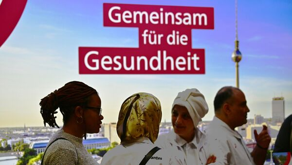 Visitors and exhibitors attend a job fair for migrants launched by the German job center (Bundesagentur für Arbeit) in Berlin on January 28, 2019 - Sputnik International