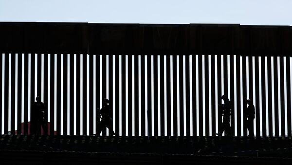 Border Patrol agents patrol the San Ysidro border crossing after the border between Mexico and the U.S. was closed in the San Ysidro neighborhood of San Diego, California, U.S. November 25, 2018 - Sputnik International
