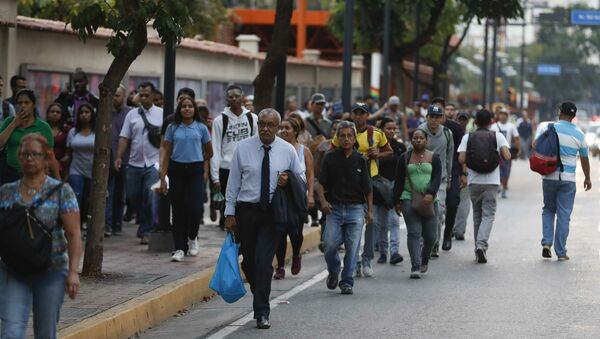 People walking along an avenue after a power outage in Caracas, Venezuela, Thursday, March 7, 2019. A power outage left much of Venezuela in the dark early Thursday evening in what appeared to be one of the largest blackouts yet in a country where power failures have become increasingly common - Sputnik International
