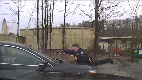 Arkansas' Little Rock Police Department releases footage showing deadly officer-involved shooting - Sputnik International