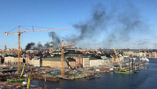 Smoke from a bus explosion and fire is seen in Tegelbacken in central Stockholm - Sputnik International