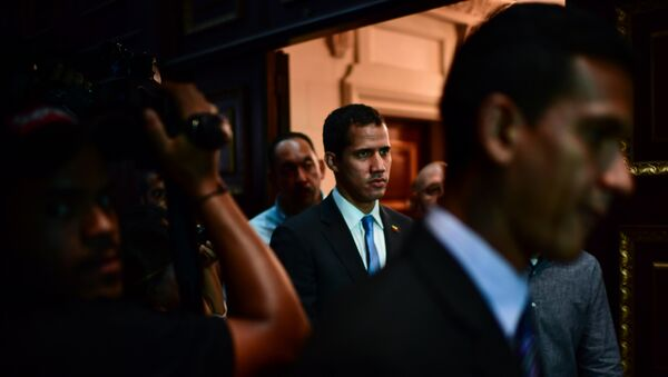 Venezuelan opposition leader and self-proclaimed acting president Juan Guaido (C) arrives at the Venezuelan National Assembly in Caracas on March 11, 2019. - Sputnik International
