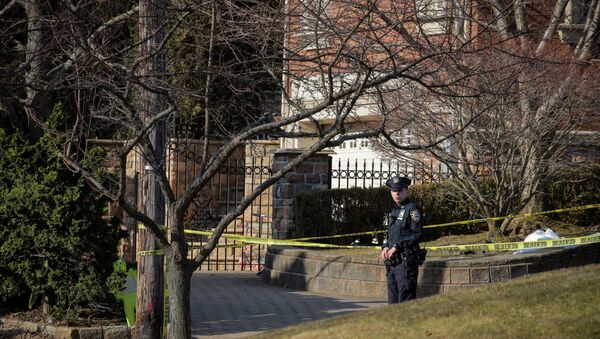 New York City Police (NYPD) officer is seen at the scene where reported New York Mafia Gambino family crime boss, Francesco Franky Boy Cali, was killed outside his home in the Staten Island borough of New York City, U.S., March 14, 2019. - Sputnik International