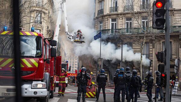 Yellow Vests protest in Paris on 16 March. - Sputnik International