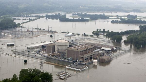 In this June 14, 2011 file photo, the Fort Calhoun nuclear power station, in Fort Calhoun, Neb., is surrounded by flood waters from the Missouri River - Sputnik International