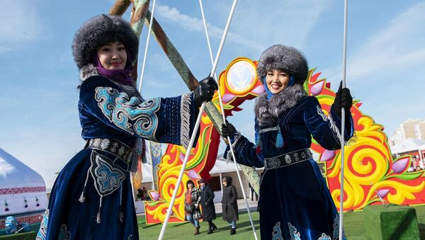 Girls Wearing National Outfits During Celebrations of Nowruz at Astana Expo in Nur-Sultan - Sputnik International
