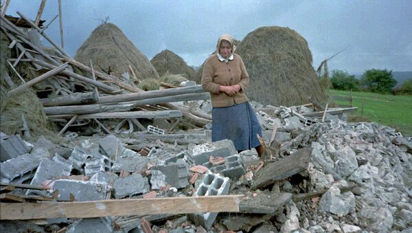 An unidentified Serb woman inspects debris of her home, destroyed in NATO air-strikes in the village of Vidrici, near Sokolac, some 50 kms northeast of Sarajevo Wednesday Aug 30 1995 - Sputnik International