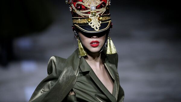 Military is New Sexy: Hu Sheguang Haute Couture Collection in Beijing - Sputnik International