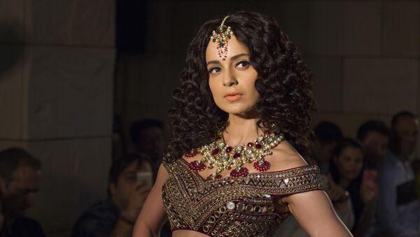 Bollywood actress Kangana Ranaut displays a creation by Indian designer Manav Gangwani at the India Couture Week 2016, in New Delhi, India, Sunday, July 24, 2016 - Sputnik International