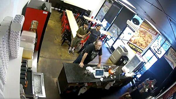 A customer at an Anaheim Taco restaurant goes on a racist rant - Sputnik International