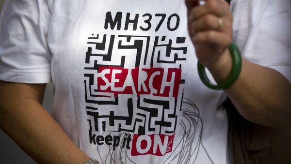 A relative of a Chinese passenger who was aboard missing Malaysia Airlines Flight 370 wears a shirt reading MH 370 Search - Keep it On as she speaks to the media near the Malaysian Embassy in Beijing, China, Thursday, Aug. 16, 2018 - Sputnik International