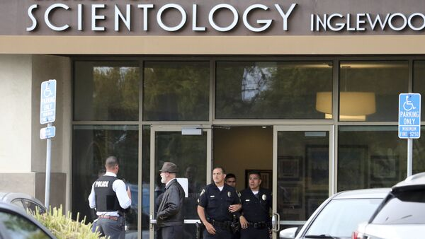 Police stand by outside and investigators work inside the entrance to the Church of Scientology in Inglewood, Calif., Wednesday, March 27, 2019. - Sputnik International