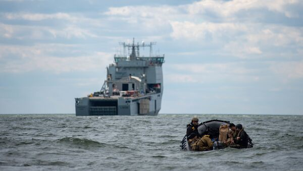 Sailors assigned to Explosive Ordnance Disposal Mobile Unit (EODMU) 2 man a combat rubber raiding craft while underway with the Royal Fleet Auxiliary landing ship dock Mounts Bay during a mine countermeasures (MCM) task group experiment. - Sputnik International
