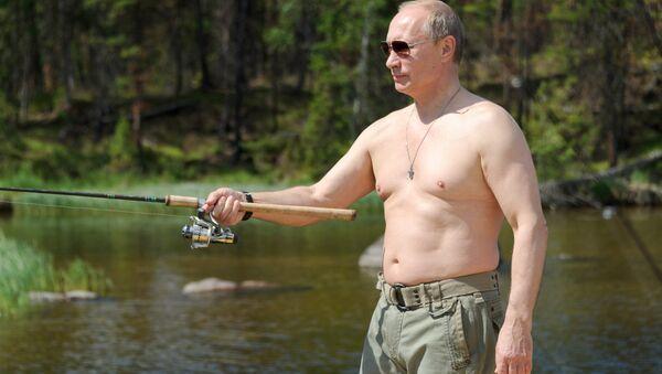 File photo: Russian President Vladimir Putin fishes in the Tuva Republic. 20 July 2013 - Sputnik International