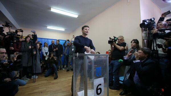Zelensky votes in the election. - Sputnik International