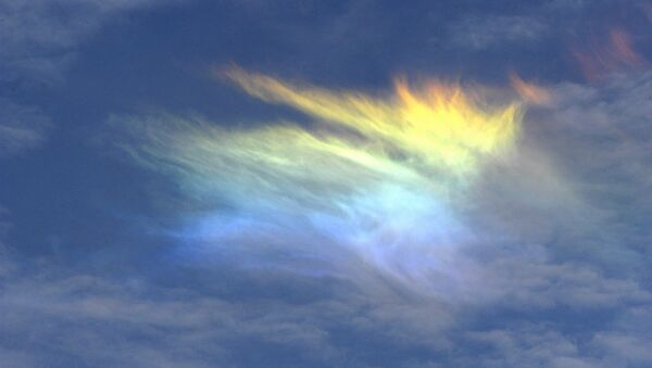sky phenomena that occur as the result of sunlight being refracted by the ice crystals in cirrus clouds - Sputnik International