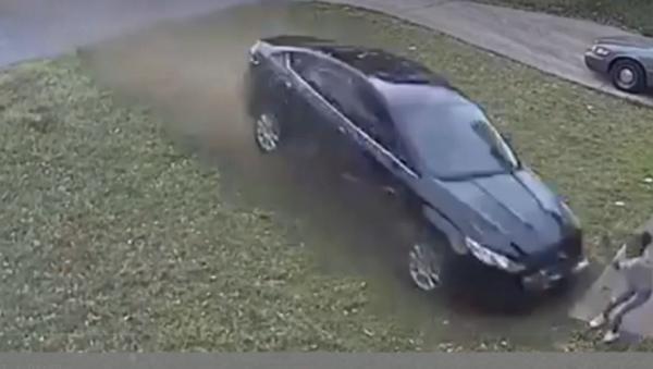 Nine-Year-Old US Girl Run Down in Her Front Yard in Hit and Run - Sputnik International