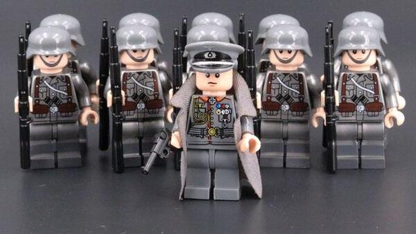 Plastic figurine showing WWII soldiers wearing Nazi Germany uniforms - Sputnik International