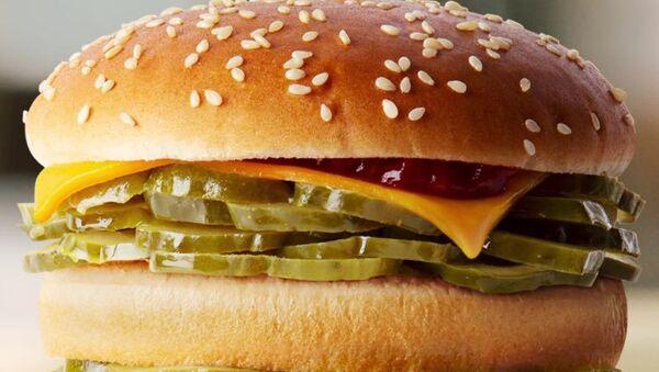 McDonald's presents Pickles-only Burger on April's Fools Day. - Sputnik International