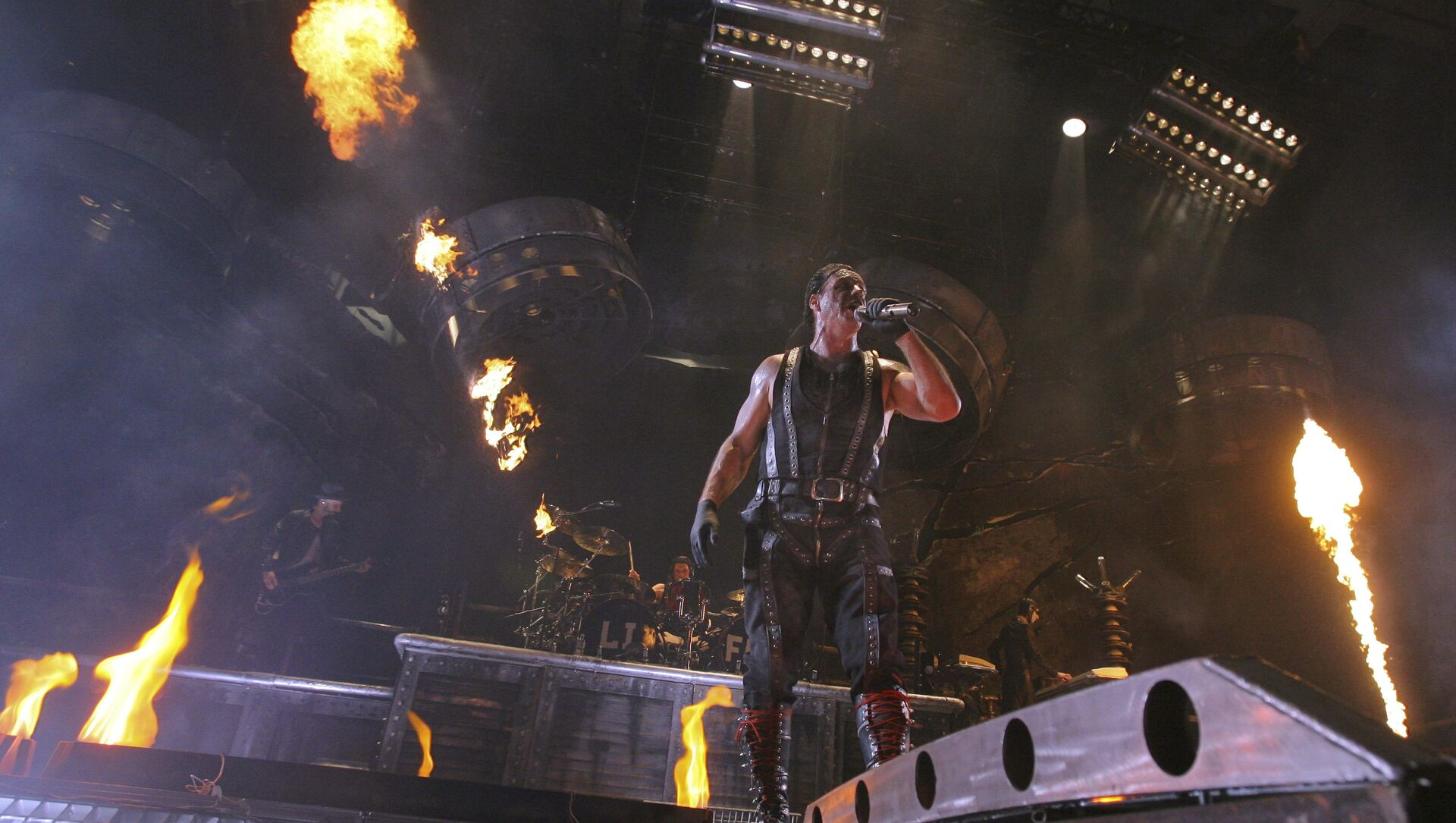 Till Lindemann of Rammstein performs in Moscow's Olympiisky concert hall, Sunday Feb. 28, 2010. - Sputnik International, 1920, 29.08.2021