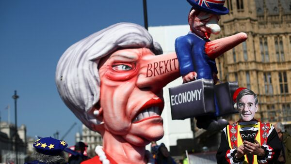 A man wearing a mask of Britain's Conservative Party MP Jacob Rees-Mogg is pictured next to anti-Brexit protesters outside the Houses of Parliament in London, Britain April 1, 2019 - Sputnik International