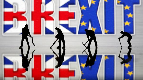 Small toy figures are seen in front of a Brexit logo in this illustration picture, March 30, 2019 - Sputnik International