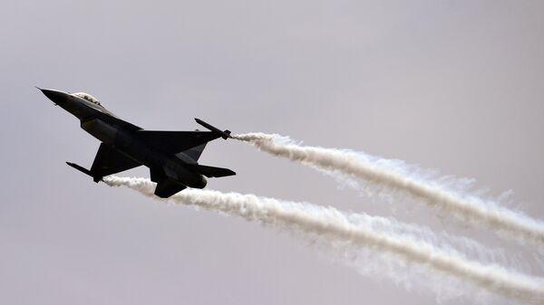 A Pakistani F-16 fighter - Sputnik International