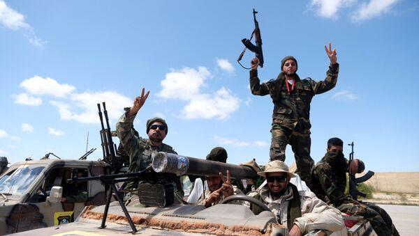 Libyan National Army (LNA) members, commanded by Khalifa Haftar, head out of Benghazi to reinforce the troops advancing to Tripoli, in Benghazi, Libya April 7, 2019 - Sputnik International