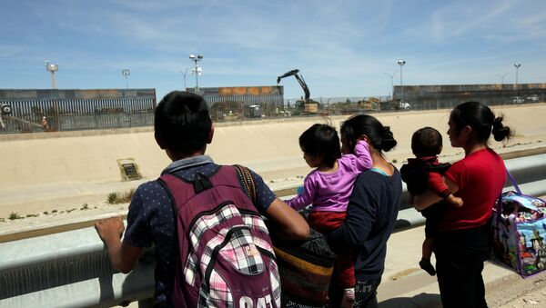 Migrants from Central America are seen before crossing illegally to the United States to turn themselves in to request asylum to U.S. Customs and Border Protection (CBP) officials in El Paso, Texas, in this picture taken from Ciudad Juarez, Mexico April 2, 2019 - Sputnik International