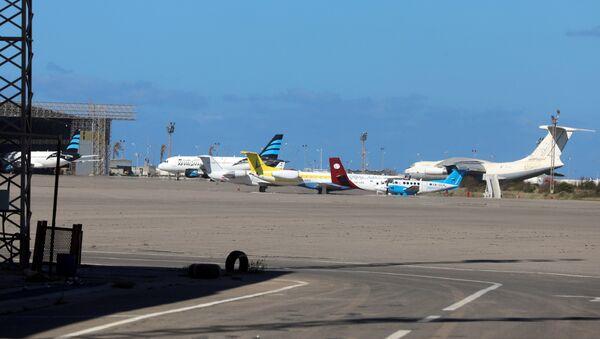 Airplanes are seen at Mitiga airport - Sputnik International