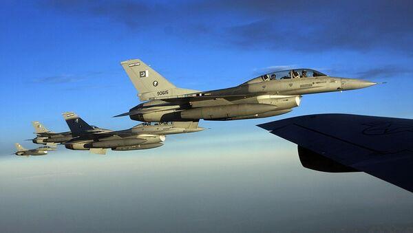 F-16 Fighting Falcons from the Pakistan Air Force  - Sputnik International