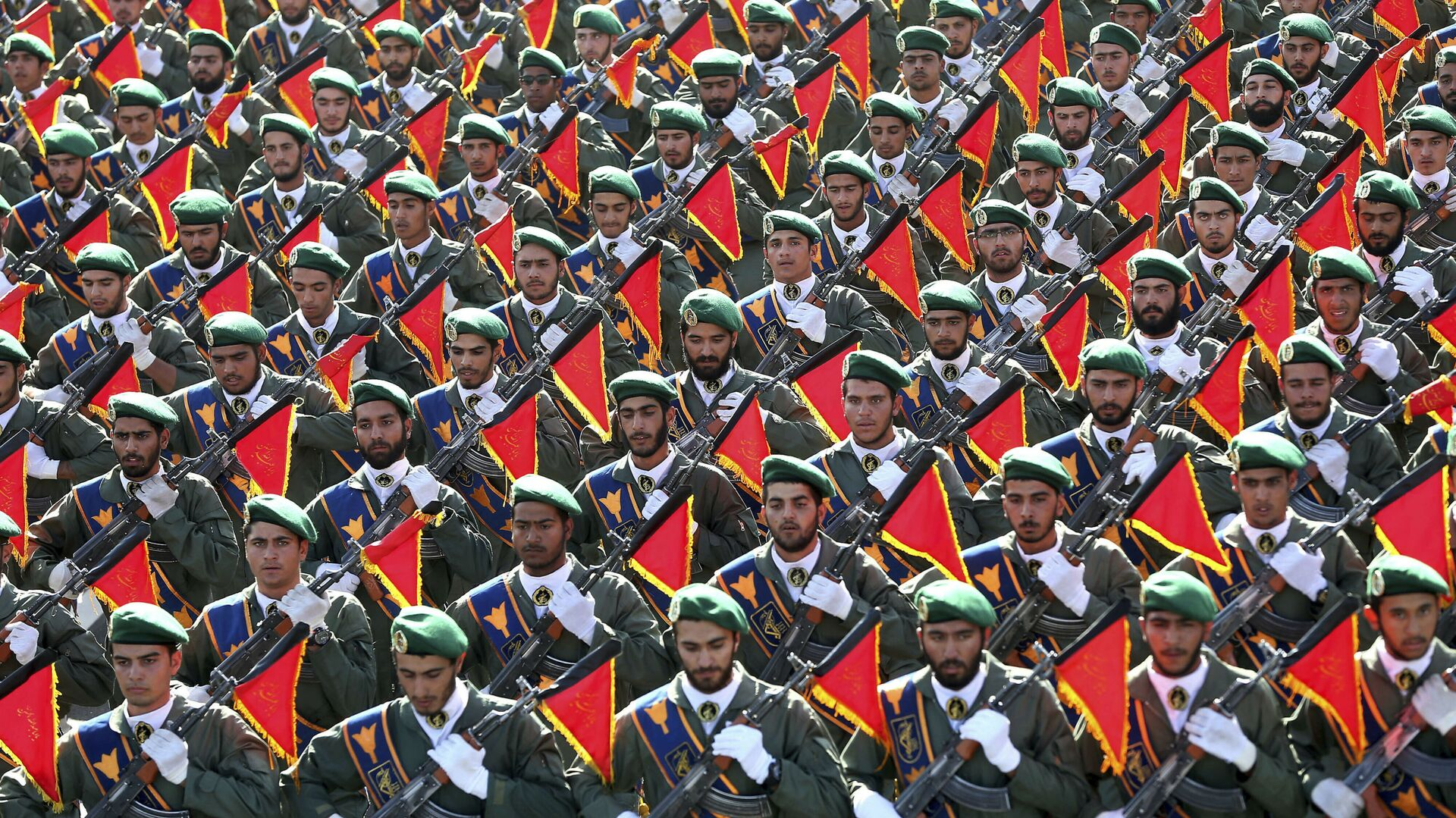 In this Sept. 21, 2016 file photo, Iran's Revolutionary Guard troops march in a military parade marking the 36th anniversary of Iraq's 1980 invasion of Iran, in front of the shrine of late revolutionary founder Ayatollah Khomeini, just outside Tehran, Iran.  - Sputnik International, 1920, 29.05.2021