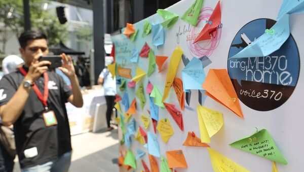 A journalist takes a photo of a condolence message board during a Day of Remembrance for MH370 event in Kuala Lumpur, Malaysia, Sunday, 3 March 2019 - Sputnik International