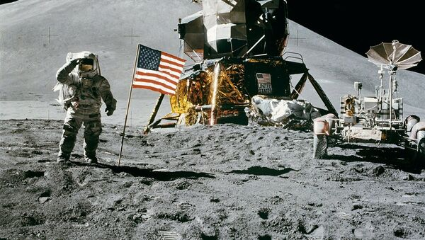 US cosmonaut James Irwin standing by the US flag waves on the moon during the Apollo 15 lunar mission on August 11, 1971 - Sputnik International